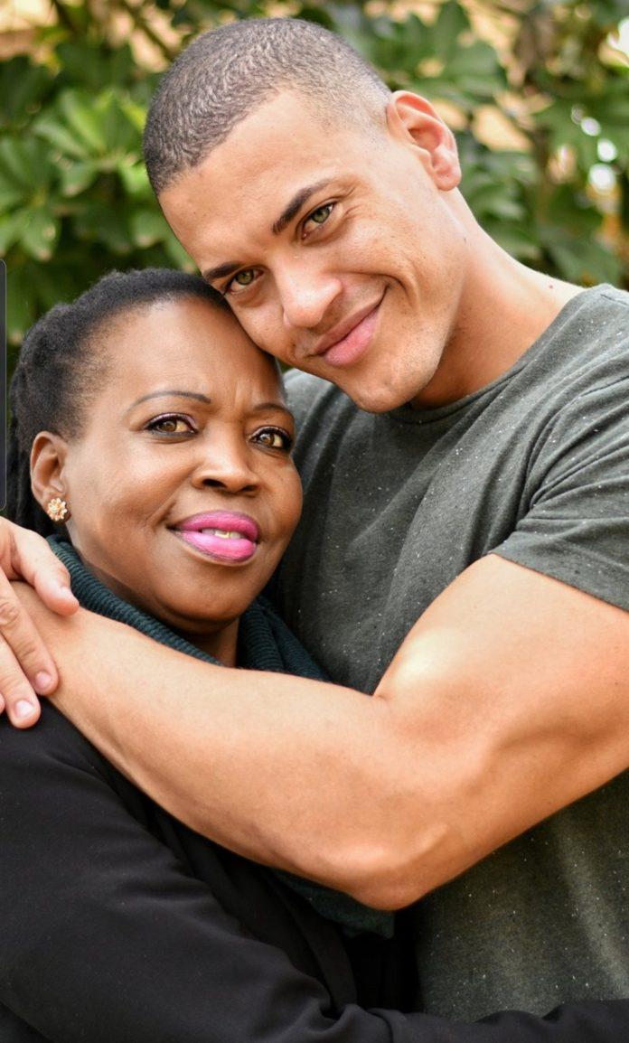 M-Net Survivor South Africa S7 winner Rob Bentele gives his mother a hug after